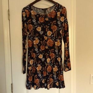Floral mini dress with sleeves